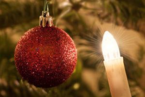 Festliche Weihnachtsbaumbeleuchtung