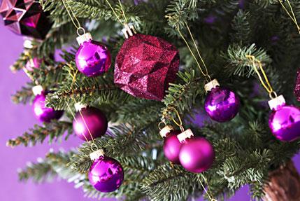 k nstlicher weihnachtsbaum wie echt f r das weihnachtsfest. Black Bedroom Furniture Sets. Home Design Ideas